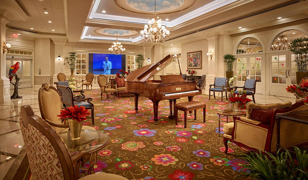 The New Palace Gardens piano bar